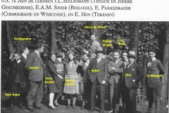 1932-mrt-Herengr-binnenplts-met namen-onvoll